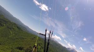 鳴倉上空のパラグライダー